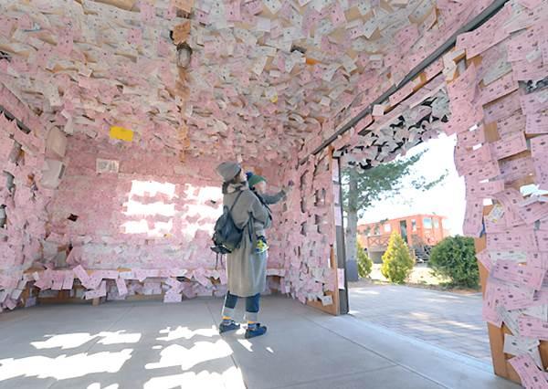 在牆壁上貼自己的名片就能得到幸福?北海道最浪漫的「幸福車站」,想有桃花運就快去!