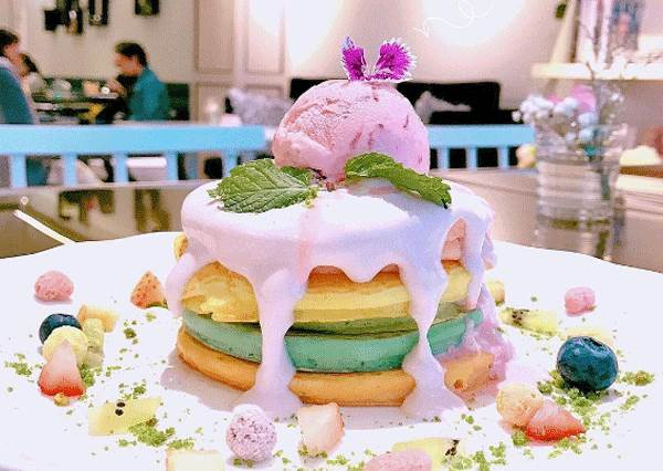 你可能還沒吃過的彩虹蛋糕V2.0!TOP4超夢幻鬆餅系列,配姐的少女心只是剛好