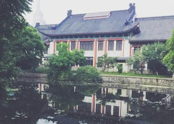 東方最美麗的校園! 看到眼前風景就想起初戀的心情,學生時代的回憶都湧現啦!