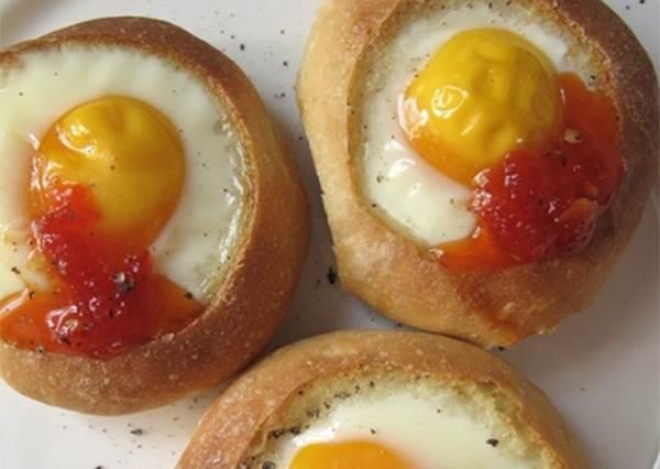 美式經典早餐♡ 聽過(知道)「土司煎蛋Egg-in-a-hole」嗎?
