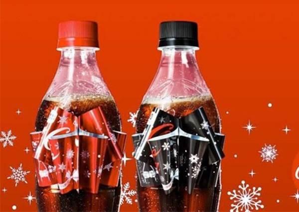 【日本可口可樂推出一秒變蝴蝶結的聖誕特別款 ! 】捨得喝嗎? ! 不如買一瓶來喝, 一瓶拿來收藏吧 ~