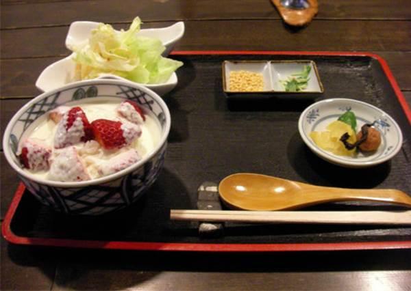 【日本有草莓茶漬飯可吃 , 起司蛋糕卻要用喝的 , 入浴劑像高湯….!? 】 日本真是充滿好多新奇玩意阿 !