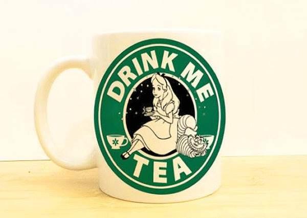 Elsa專特調冷凍咖啡?迪士尼成員頂替星巴克女神,想不到她比本尊賣得更好!