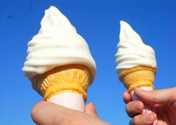 【日本研發一種不會融化, 還可以微波加熱到60度的冰淇淋!? 】 這是哪招 ?! 好想吃看看這樣的….熱冰淇淋是甚麼港覺阿? !