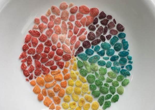 一看就知道你是不是強迫症患!超整齊彩色糖排列,想要偷拿一個都好難呀?
