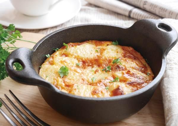 蛋控必學!超簡易版「西班牙烘蛋」,煎鍋很難翻面只要改用這招就能輕鬆做