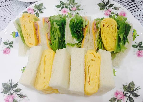 煎蛋動作重複捲3次就OK!日本人氣「厚切玉子燒三明治」食譜公開:蜂蜜牛奶口味更好吃