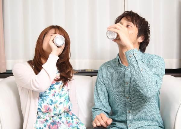 """日本小常識!酒的廣告中將規定不能有""""咕嚕咕嚕聲音""""的原因是?"""